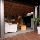 緑豊かな敷地環境を継承する木造スケルトンハウス