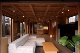 緑豊かな敷地環境を継承する木造スケルトンハウス (リビング1)