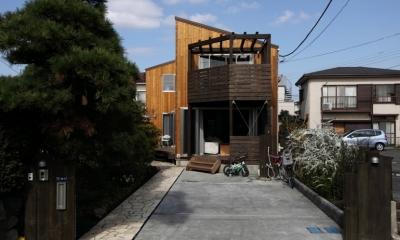緑豊かな敷地環境を継承する木造スケルトンハウス (外観2)