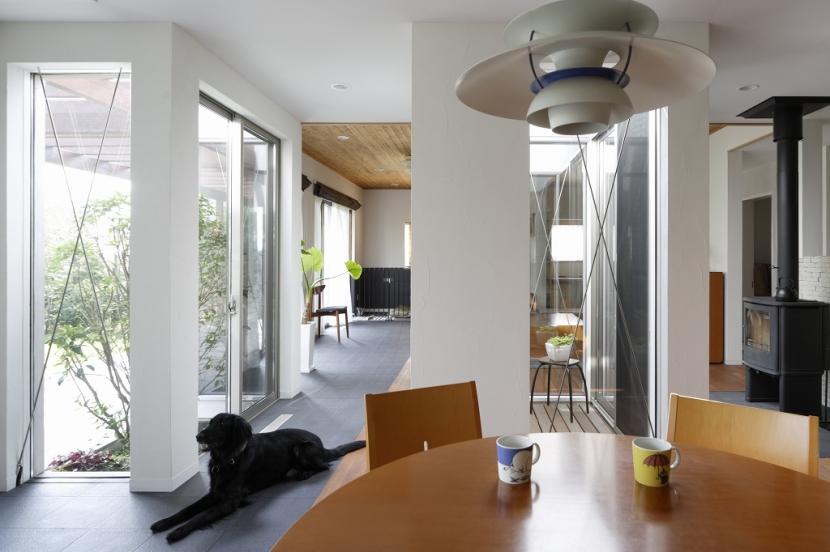 家族と犬がのびのび暮らすパッシブソーラのエコリフォームの部屋 ダイニング