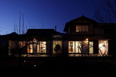 家族と犬がのびのび暮らすパッシブソーラのエコリフォーム (夜景)