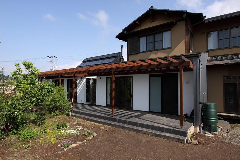 家族と犬がのびのび暮らすパッシブソーラのエコリフォームの部屋 外観2
