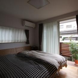 街角バルコニー(都市型2世帯住宅) (寝室)