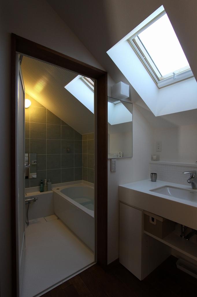 ピアノと暮らす家の部屋 洗面・バス