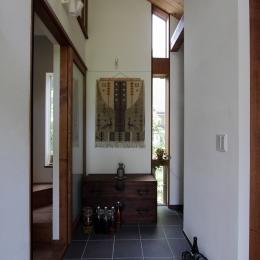 ピアノと暮らす家 (玄関)