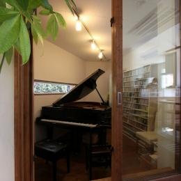 ピアノと暮らす家 (ピアノ室)
