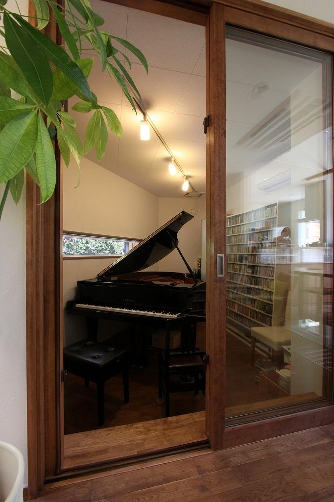 ピアノと暮らす家の部屋 ピアノ室