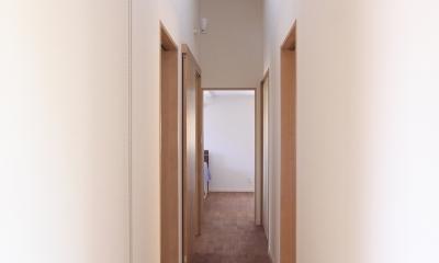 庭と繋がるテラスハウス (廊下)