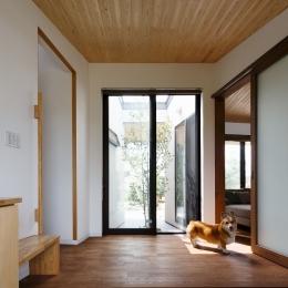 庭と繋がるテラスハウス (玄関)