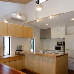 庭と繋がるテラスハウス (キッチン)