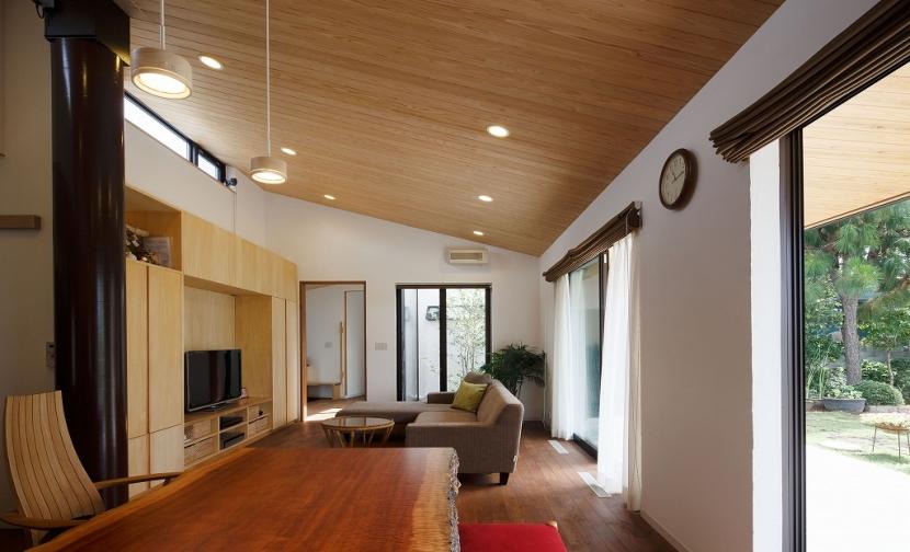 建築家:宇野健一「庭と繋がるテラスハウス」