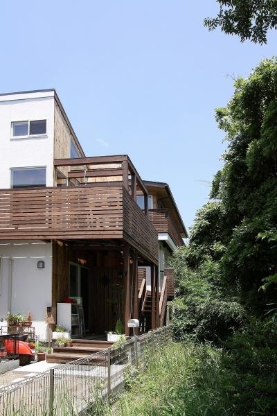 回廊バルコニーで緑と接する2世帯住宅 (外観(子世帯側))