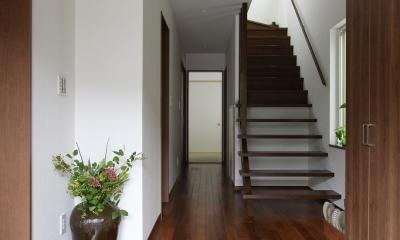 回廊バルコニーで緑と接する2世帯住宅 (玄関(親世帯))
