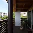 回廊バルコニーで緑と接する2世帯住宅の写真 回廊バルコニー3