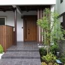 回廊バルコニーで緑と接する2世帯住宅