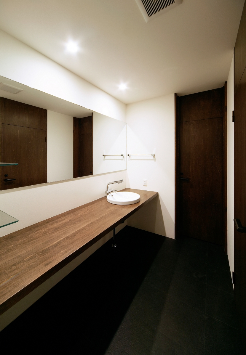 洗面室 (BASE)