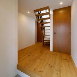 nest 直線で構成されたパノラミックな一戸建リノベ (玄関)
