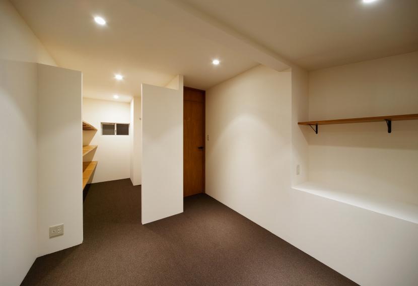 nest 直線で構成されたパノラミックな一戸建リノベの写真 子供部屋