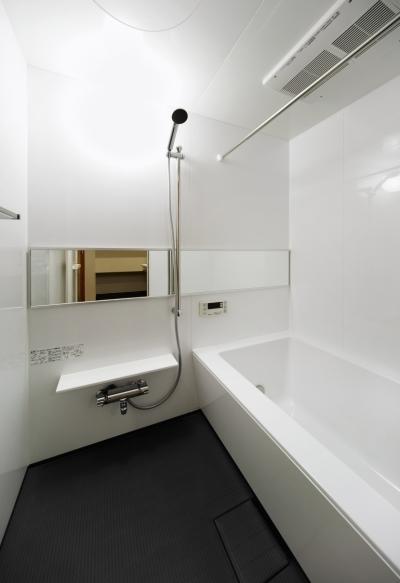 バスルーム (nest 直線で構成されたパノラミックな一戸建リノベ)