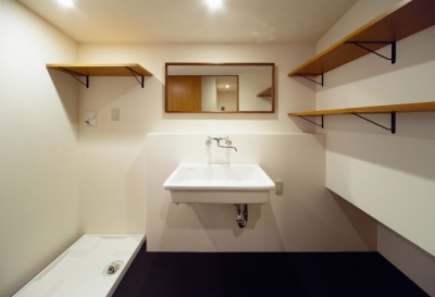 洗面室 (nest 直線で構成されたパノラミックな一戸建リノベ)