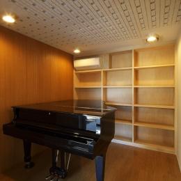 双子とピアニストの家 (レッスン室(防音室))