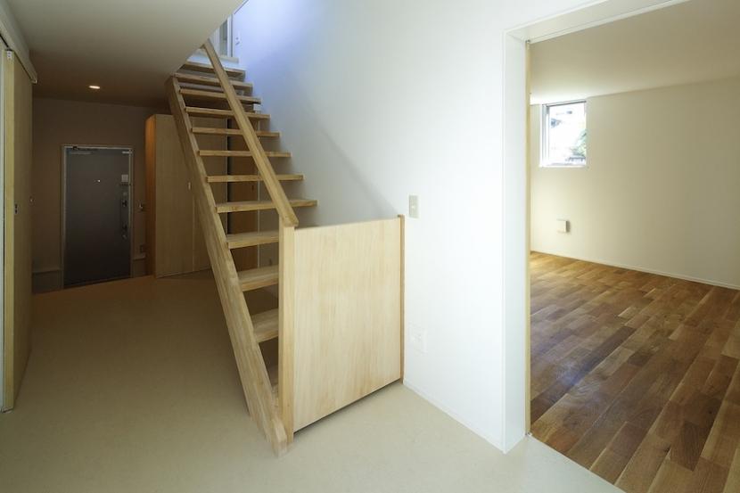 双子とピアニストの家の部屋 階段