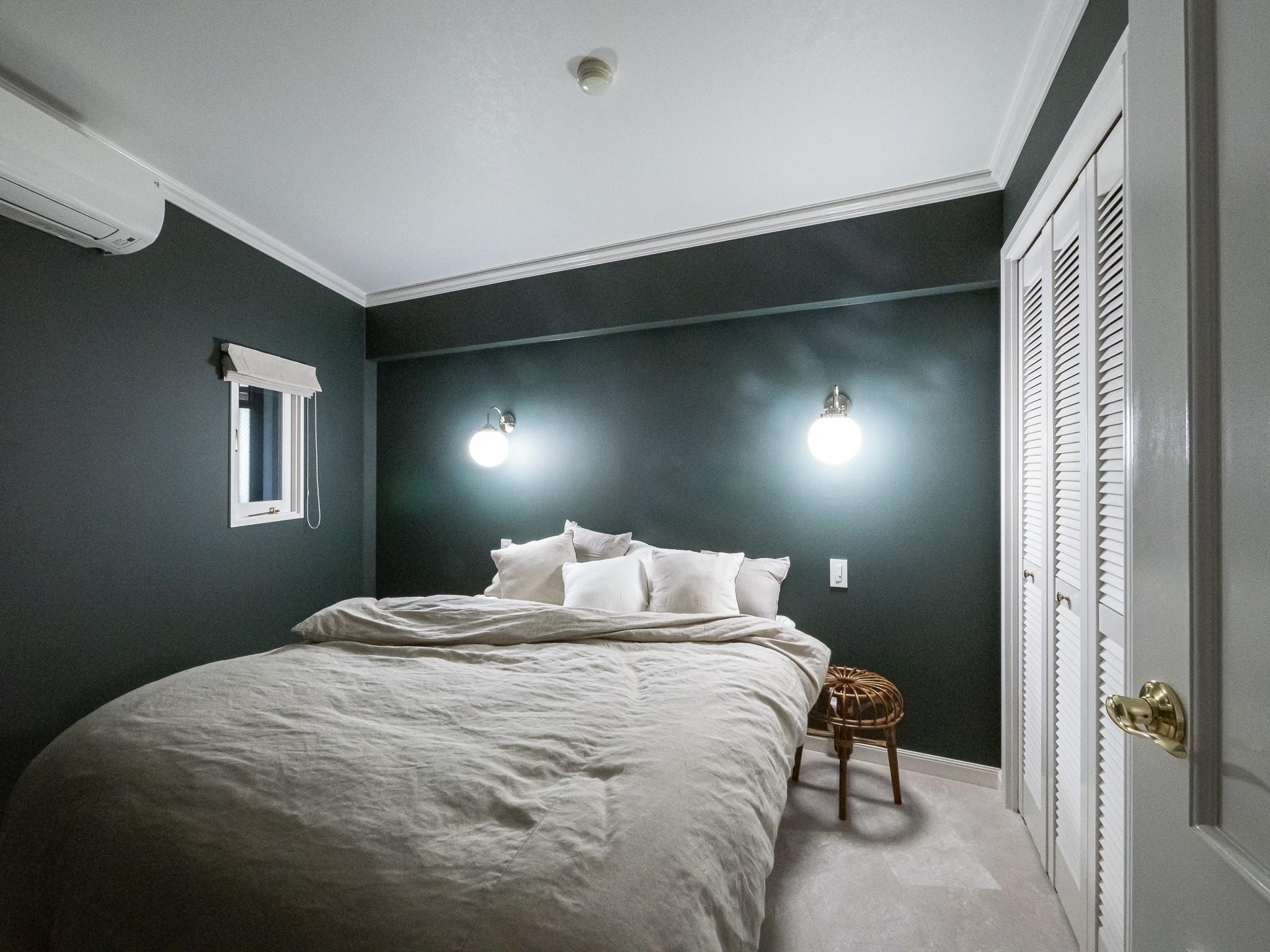 ホテルライクな寝室(クラシックとモダンが合わさる大人のマンションリノベーション) - ベッドルーム事例 SUVACO(スバコ)