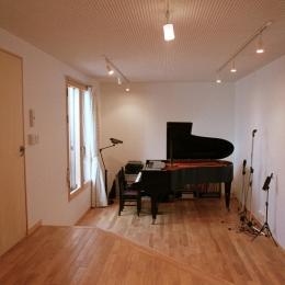大井町の家―中庭を囲むH型プラン (ミニコンサートの開ける音楽室)