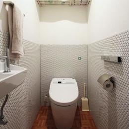 木枠の先にあるもの (トイレ)