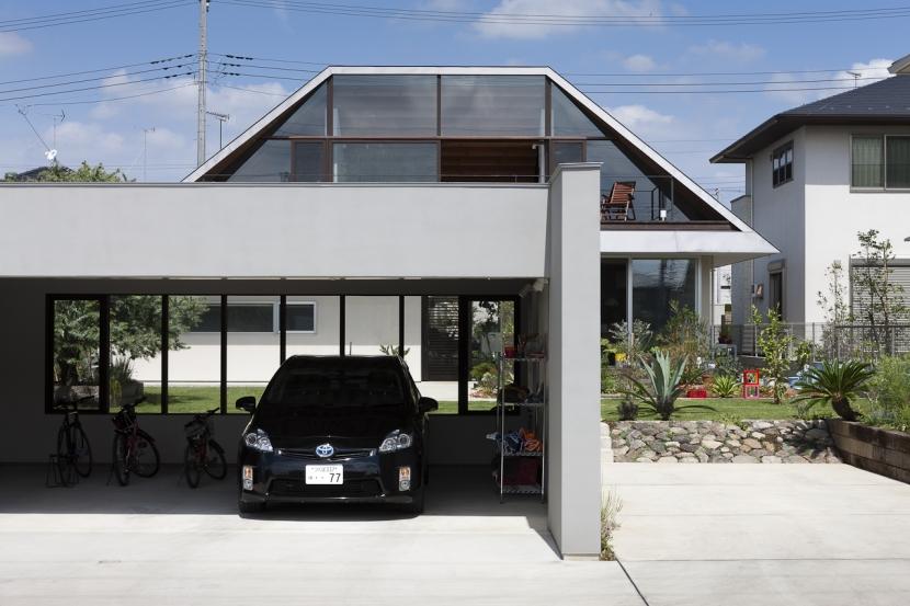 大屋根のいえの部屋 駐車場