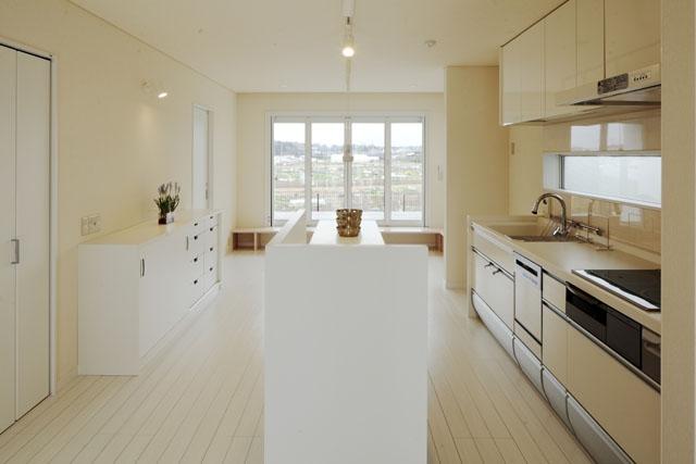 建築家:とりやまあきこ「しろくてしかくい家」