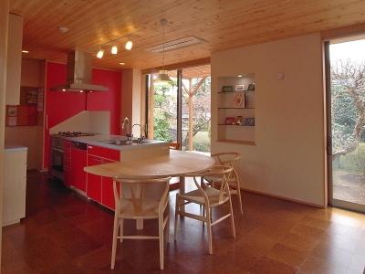 上尾の家-二世帯住宅へのリフォーム (半円形のテーブルを持つダイニング・キッチン)