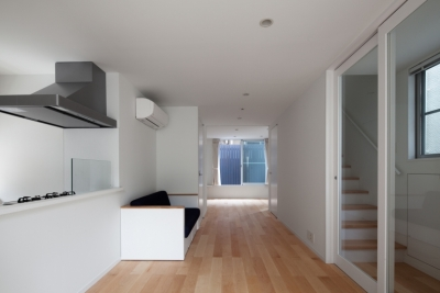 1階LDK (「桜上水の家」トンガリ屋根の木造3階建て住宅)