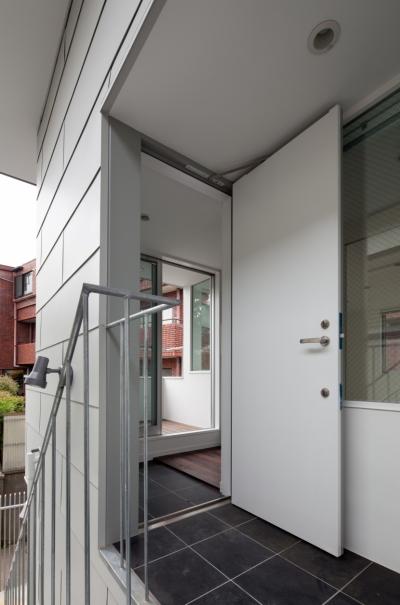 2階エントランス (「桜上水の家」トンガリ屋根の木造3階建て住宅)