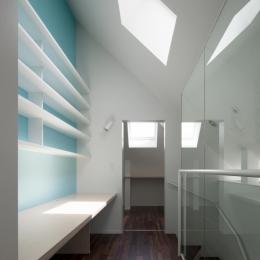 「桜上水の家」トンガリ屋根の木造3階建て住宅 (3階書斎)