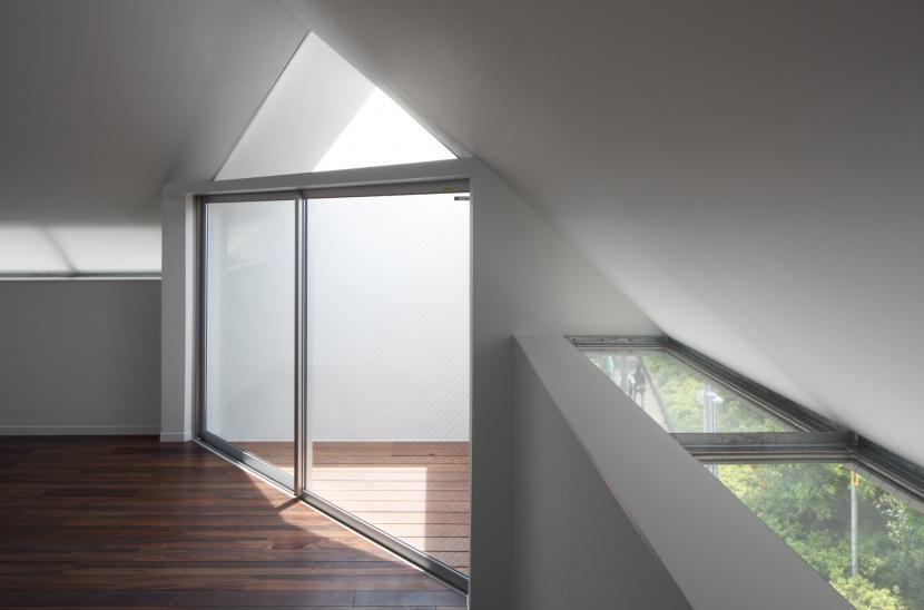 建築家:山崎壮一建築設計事務所「「桜上水の家」トンガリ屋根の木造3階建て住宅」