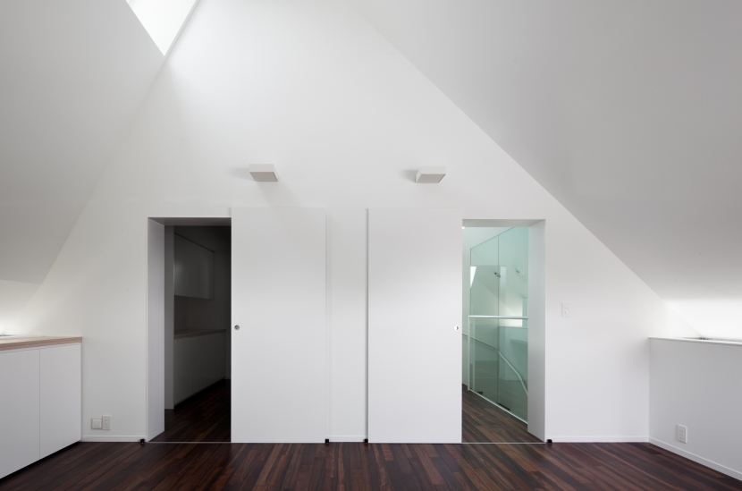 「桜上水の家」トンガリ屋根の木造3階建て住宅 (3階リビング)