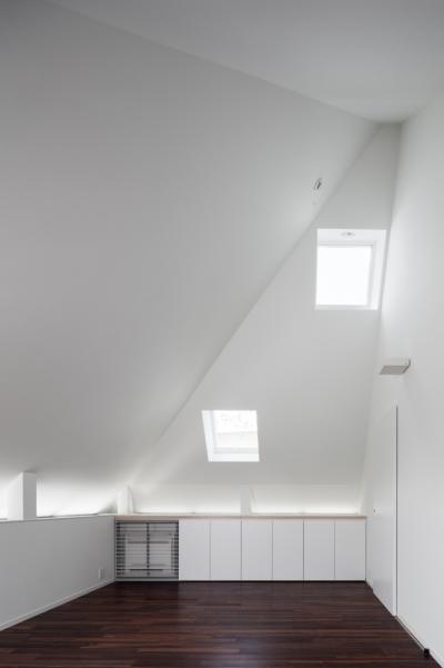 3階リビング (「桜上水の家」トンガリ屋根の木造3階建て住宅)