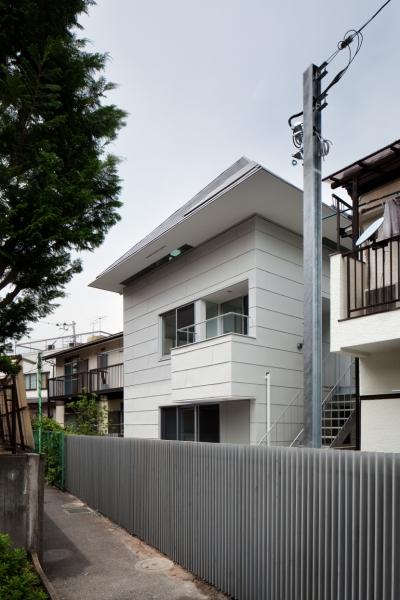 「桜上水の家」トンガリ屋根の木造3階建て住宅 (外観)