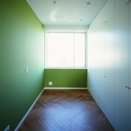 「H Residence」緑豊かな庭に囲まれたRC造の邸宅 (子供室)