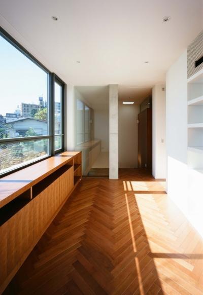 ホール (「H Residence」緑豊かな庭に囲まれたRC造の邸宅)