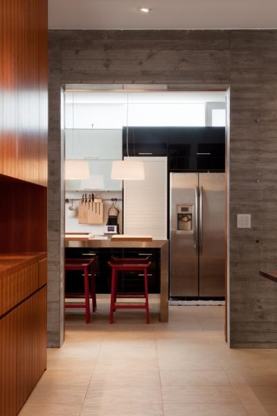 キッチン (「H Residence」緑豊かな庭に囲まれたRC造の邸宅)