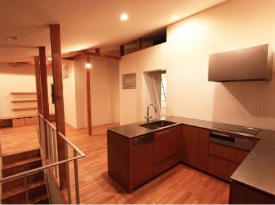 開放的なオープンキッチン (神奈川の家)