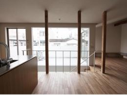 神奈川の家 (ダイニングからバルコニー方向)