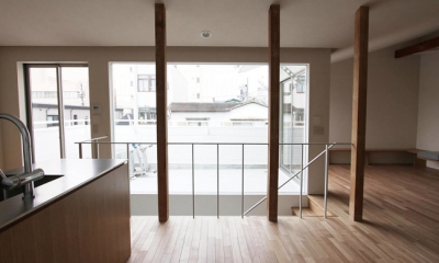 ダイニングからバルコニー方向|神奈川の家