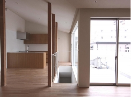 神奈川の家 (リビングからダイニング、キッチンを望む)