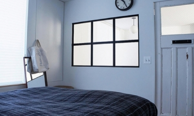 宮崎台のビンテージマンション1 (F様ご夫婦自ら手配されたアンティークの建具と飾り窓)