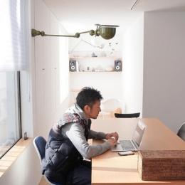 宮崎台のビンテージマンション1 (ダイニングと書斎を望む)