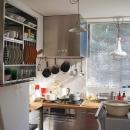 個性の光る明るいキッチン