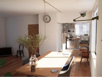 宮崎台のビンテージマンション1 (ダイニングからキッチン方向)